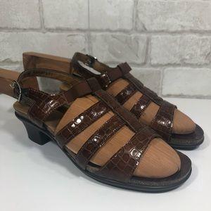 5a724e1118dd EUC Allegro Croc Patent Leather Wide Heel Sandals